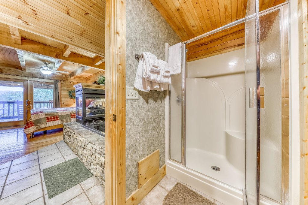 Photo of a Sevierville Cabin named Teddy Bear Lodge - This is the nineteenth photo in the set.