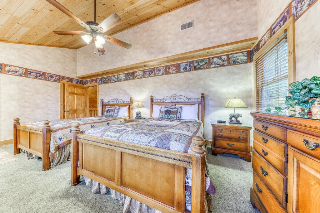 Photo of a Sevierville Cabin named Teddy Bear Lodge - This is the twenty-sixth photo in the set.