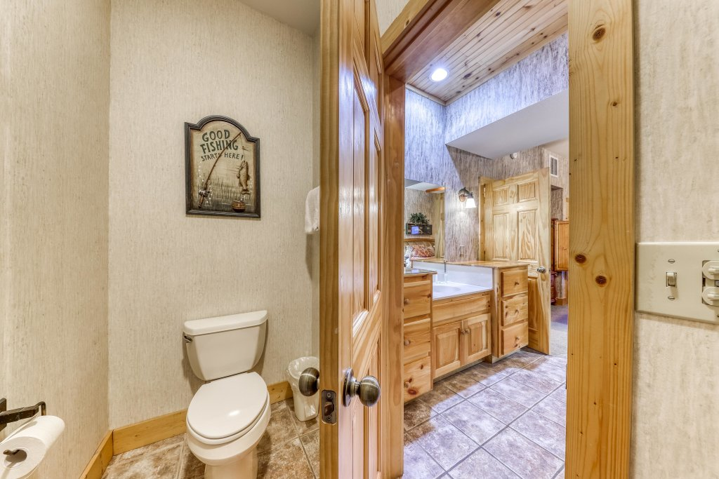 Photo of a Sevierville Cabin named Teddy Bear Lodge - This is the thirty-fourth photo in the set.