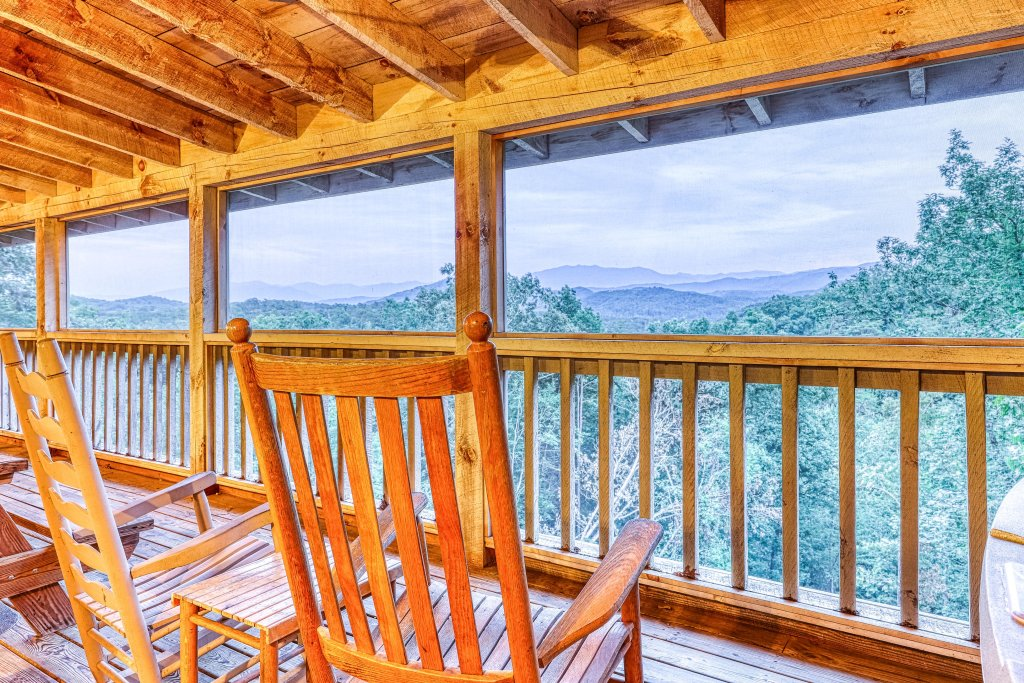 Photo of a Sevierville Cabin named Teddy Bear Lodge - This is the thirty-sixth photo in the set.