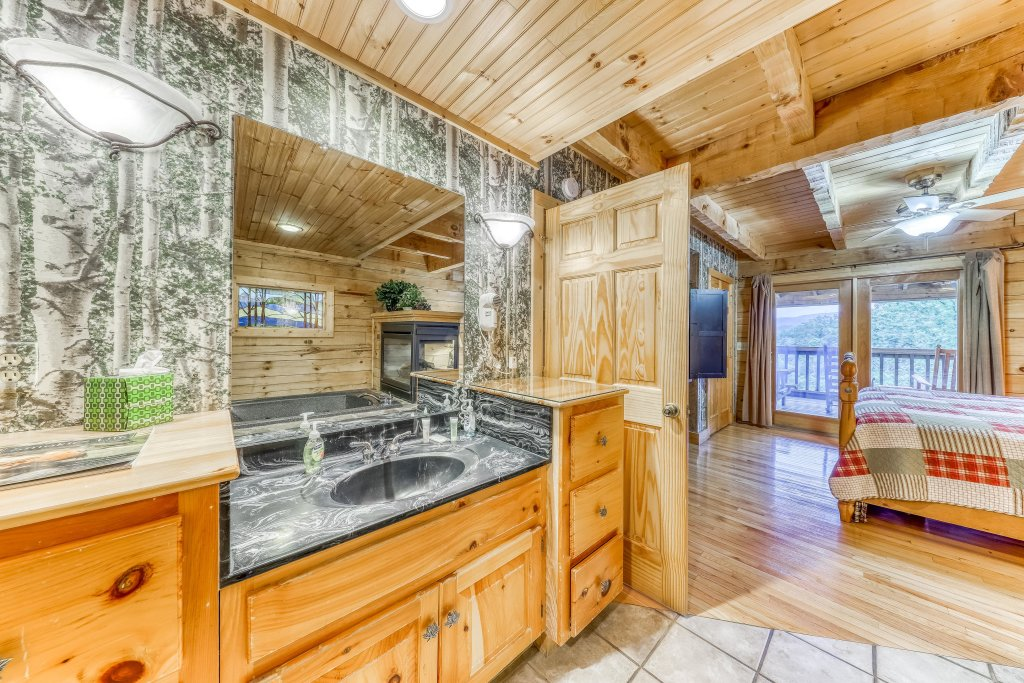 Photo of a Sevierville Cabin named Teddy Bear Lodge - This is the eighteenth photo in the set.