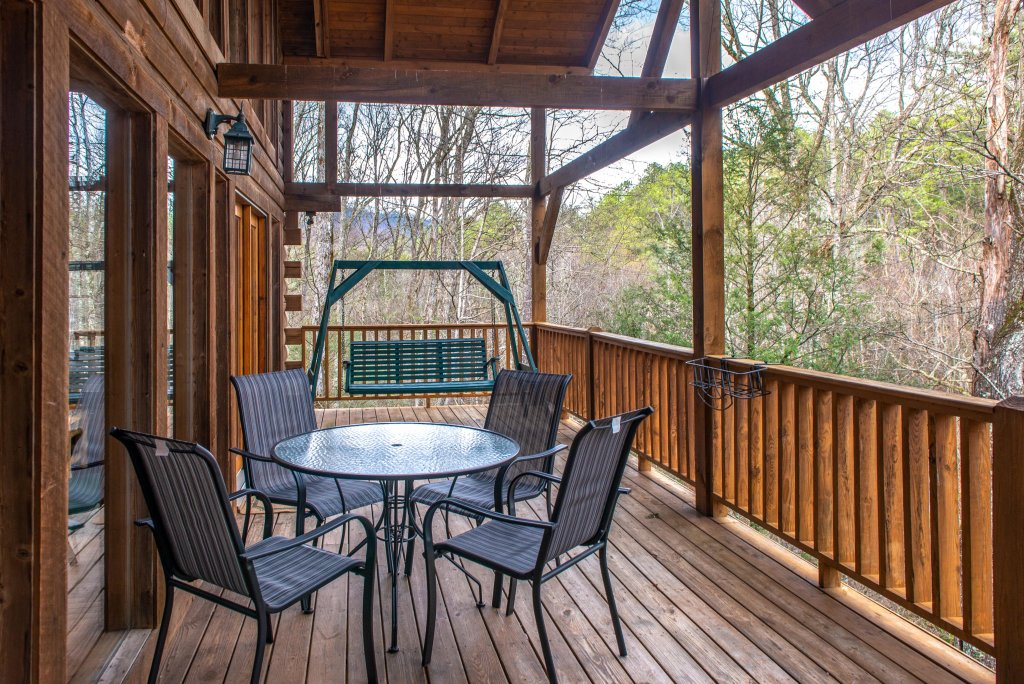 Photo of a Sevierville Cabin named Peak A View - This is the second photo in the set.