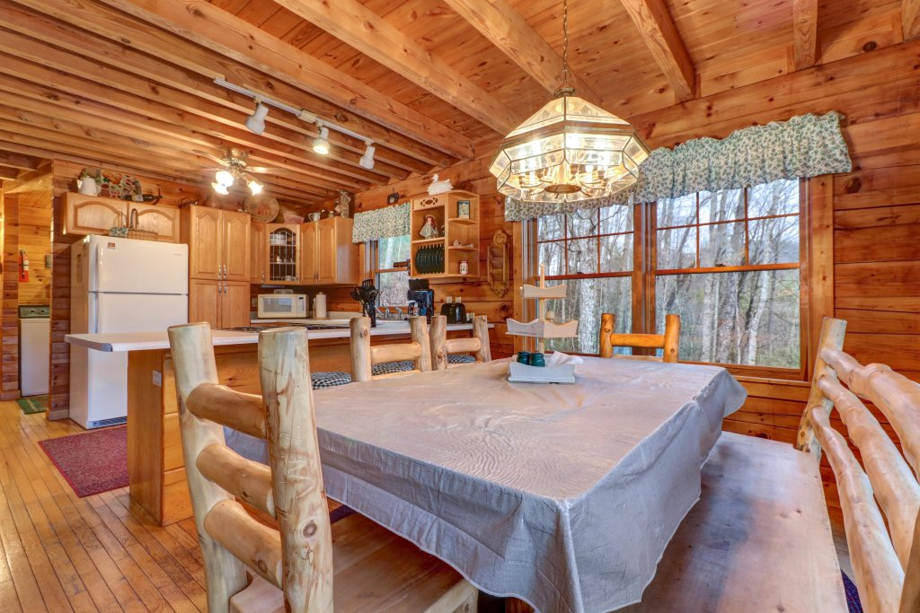 Photo of a Sevierville Cabin named Peak A View - This is the eighth photo in the set.