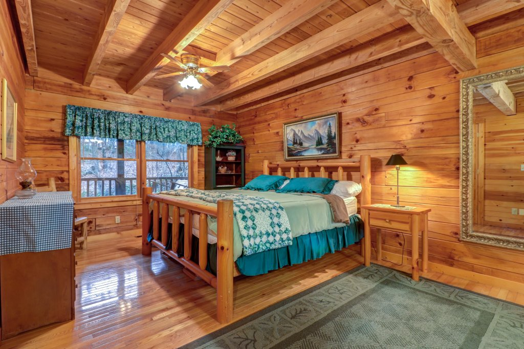 Photo of a Sevierville Cabin named Peak A View - This is the thirteenth photo in the set.