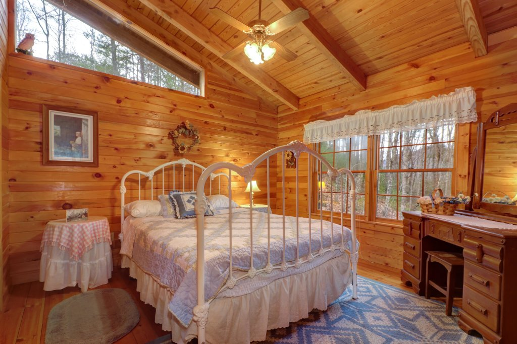 Photo of a Sevierville Cabin named Peak A View - This is the twentieth photo in the set.