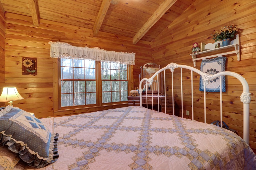 Photo of a Sevierville Cabin named Peak A View - This is the twenty-first photo in the set.