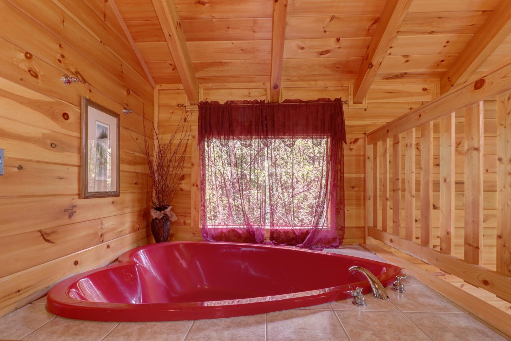 Photo of a Sevierville Cabin named Skinny Dippin - This is the fourteenth photo in the set.
