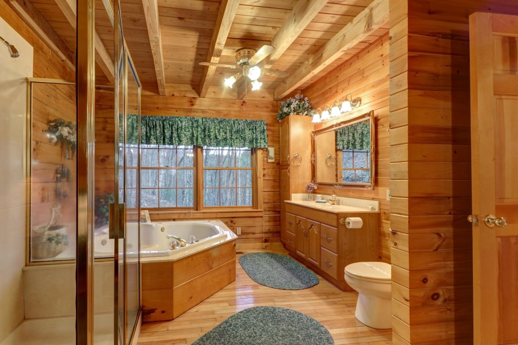 Photo of a Sevierville Cabin named Peak A View - This is the fifteenth photo in the set.