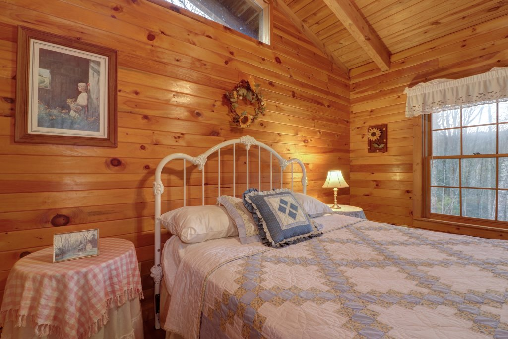 Photo of a Sevierville Cabin named Peak A View - This is the thirty-second photo in the set.