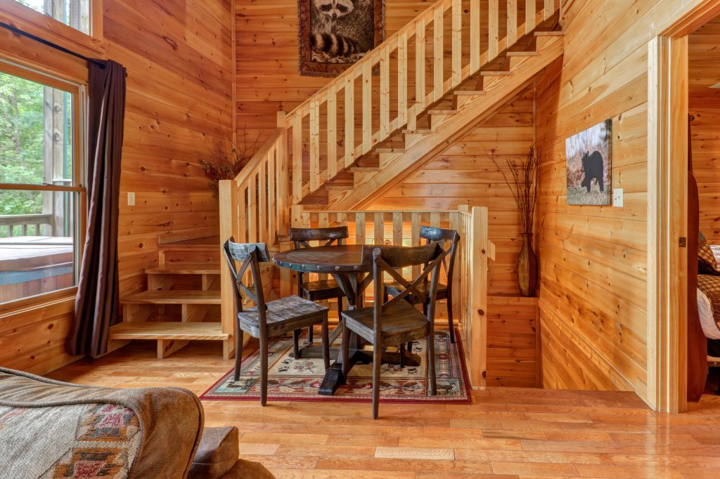 Photo of a Sevierville Cabin named Skinny Dippin - This is the twenty-eighth photo in the set.