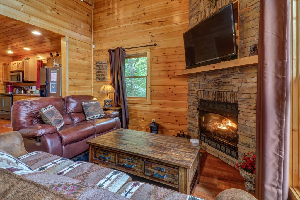 Photo of a Sevierville Cabin named Skinny Dippin - This is the twenty-seventh photo in the set.