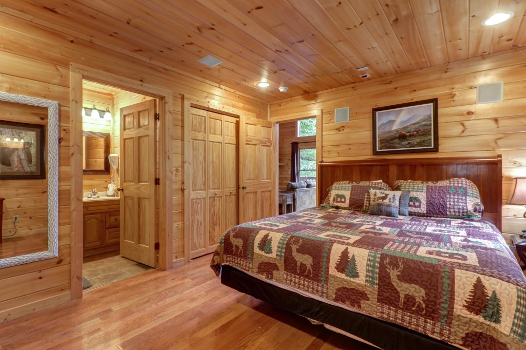 Photo of a Sevierville Cabin named Skinny Dippin - This is the thirtieth photo in the set.