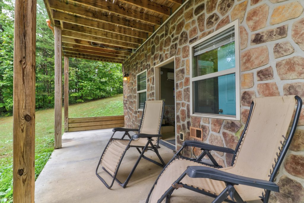 Photo of a Sevierville Cabin named Skinny Dippin - This is the twenty-third photo in the set.
