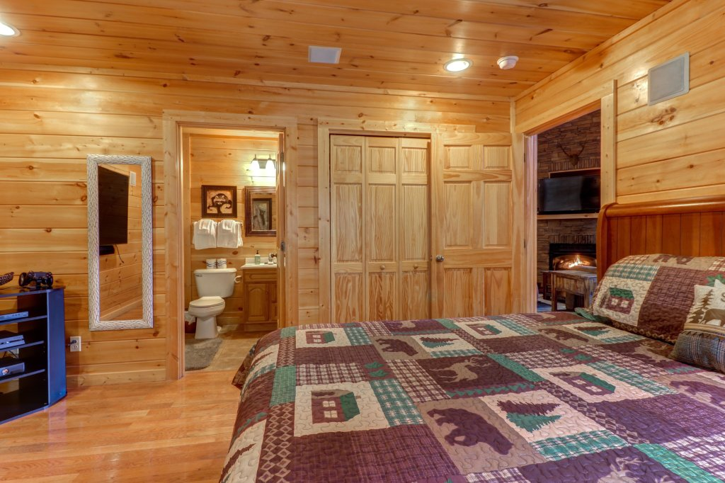 Photo of a Sevierville Cabin named Skinny Dippin - This is the thirty-first photo in the set.
