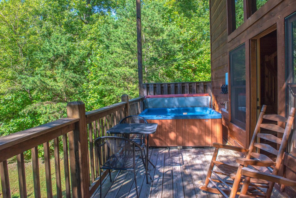Photo of a Sevierville Cabin named Skinny Dippin - This is the twenty-fourth photo in the set.