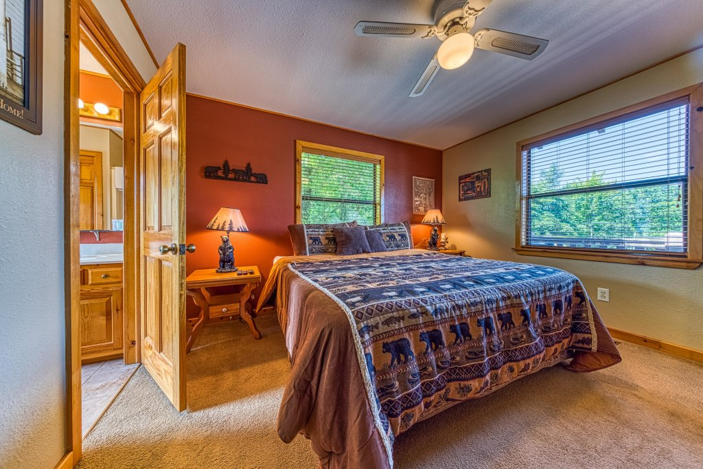 Photo of a Sevierville Cabin named Cove Mountain Retreat Cabin - This is the twenty-second photo in the set.