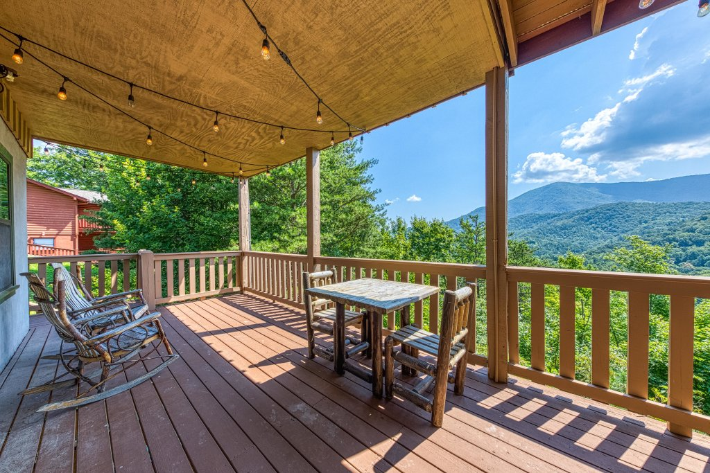 Photo of a Sevierville Cabin named Cove Mountain Retreat Cabin - This is the eighteenth photo in the set.