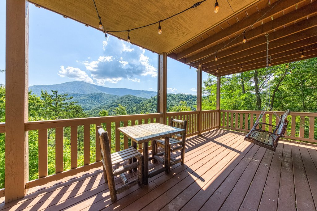 Photo of a Sevierville Cabin named Cove Mountain Retreat Cabin - This is the forty-fourth photo in the set.