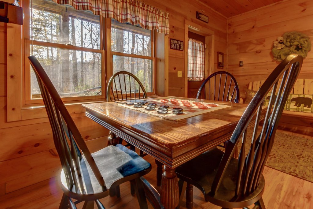 Photo of a Sevierville Cabin named Two Bears Cabin - This is the fourteenth photo in the set.