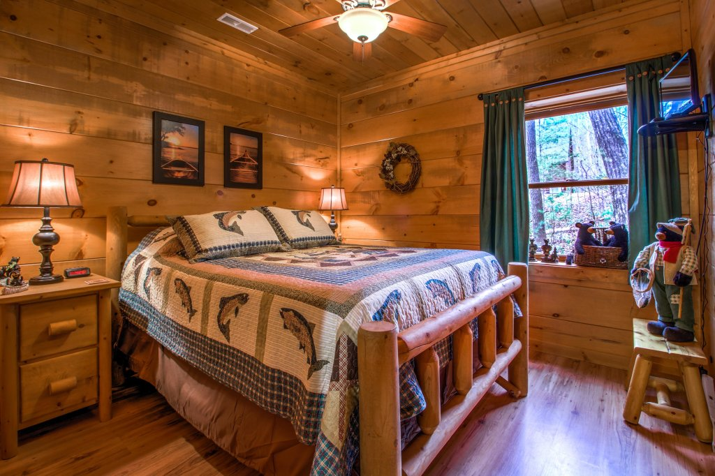 Photo of a Sevierville Cabin named Two Bears Cabin - This is the eighteenth photo in the set.