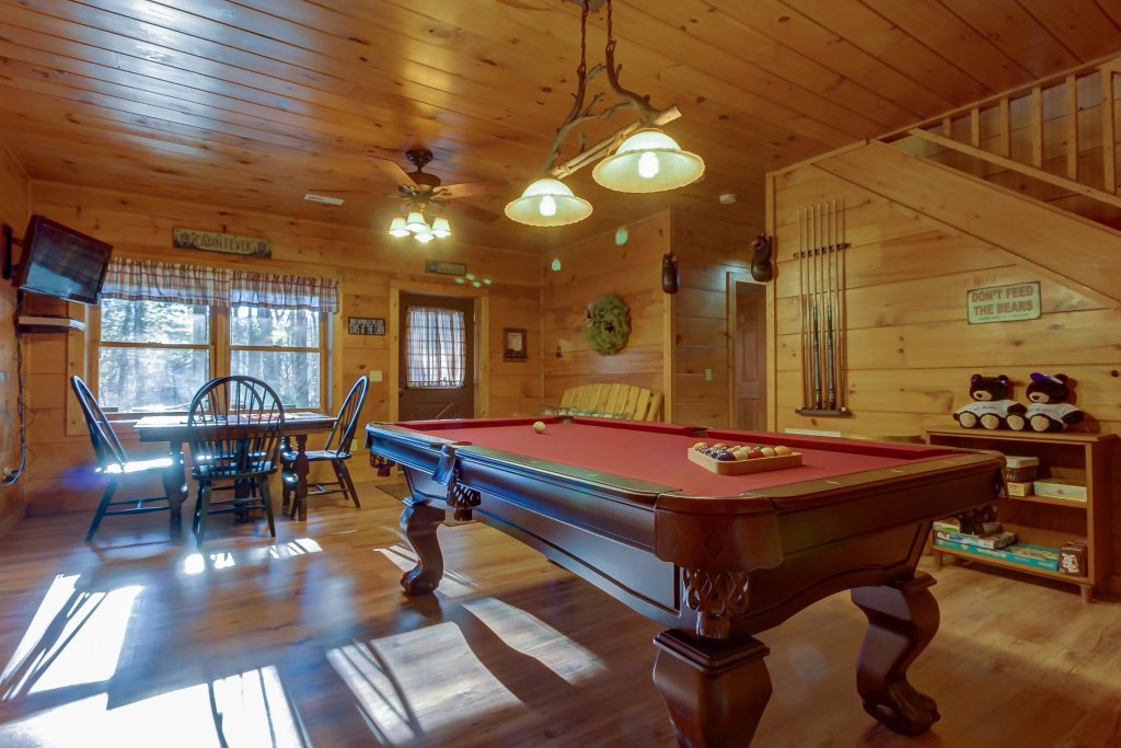 Photo of a Sevierville Cabin named Two Bears Cabin - This is the second photo in the set.