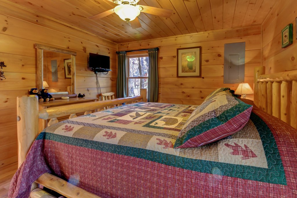 Photo of a Sevierville Cabin named Two Bears Cabin - This is the fifteenth photo in the set.