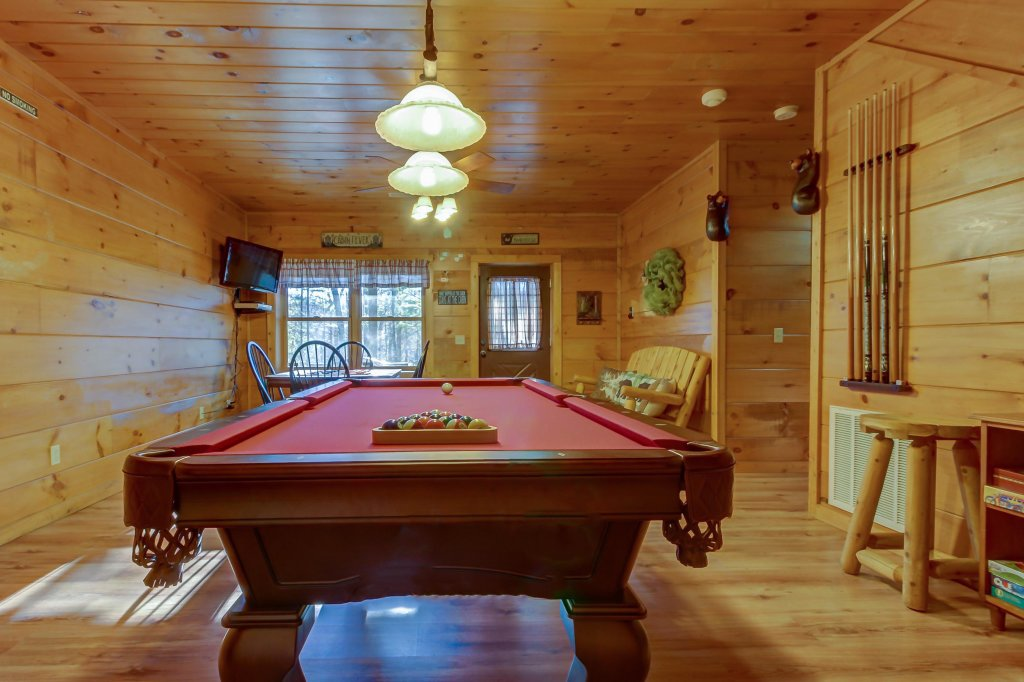 Photo of a Sevierville Cabin named Two Bears Cabin - This is the twelfth photo in the set.
