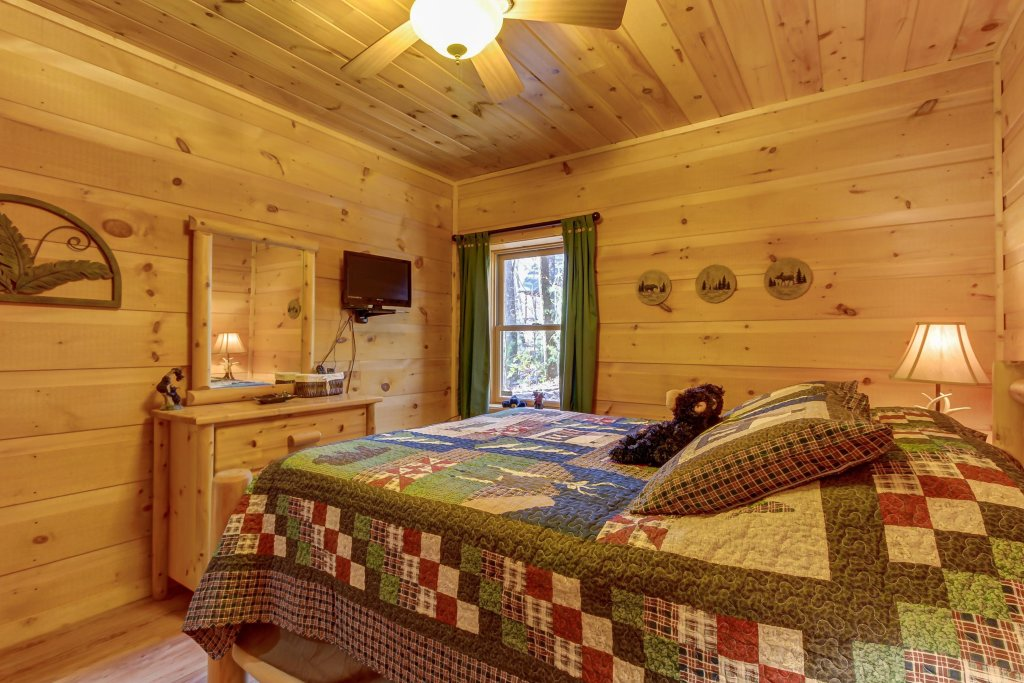Photo of a Sevierville Cabin named Two Bears Cabin - This is the seventeenth photo in the set.