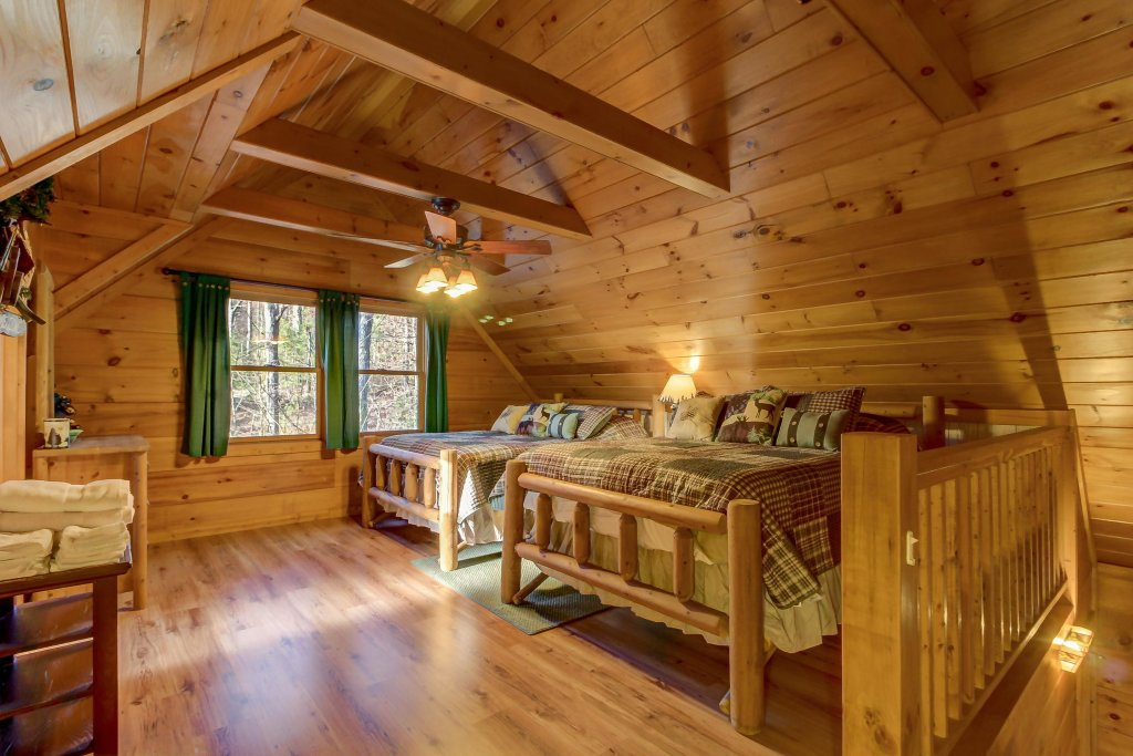 Photo of a Sevierville Cabin named Two Bears Cabin - This is the twentieth photo in the set.