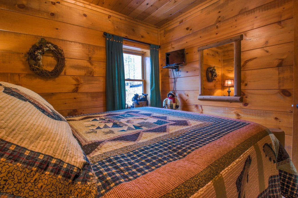 Photo of a Sevierville Cabin named Two Bears Cabin - This is the forty-second photo in the set.