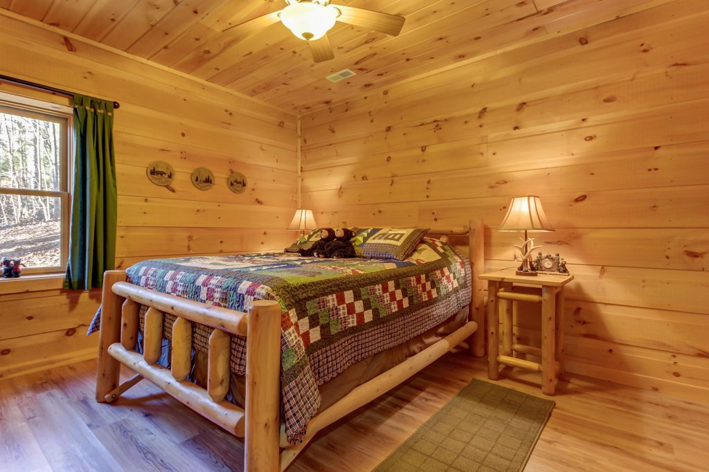 Photo of a Sevierville Cabin named Two Bears Cabin - This is the forty-first photo in the set.