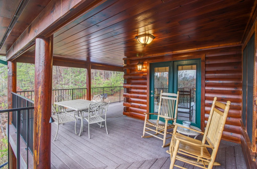 Photo of a Sevierville Cabin named Inspiration Point Cabin - This is the forty-third photo in the set.