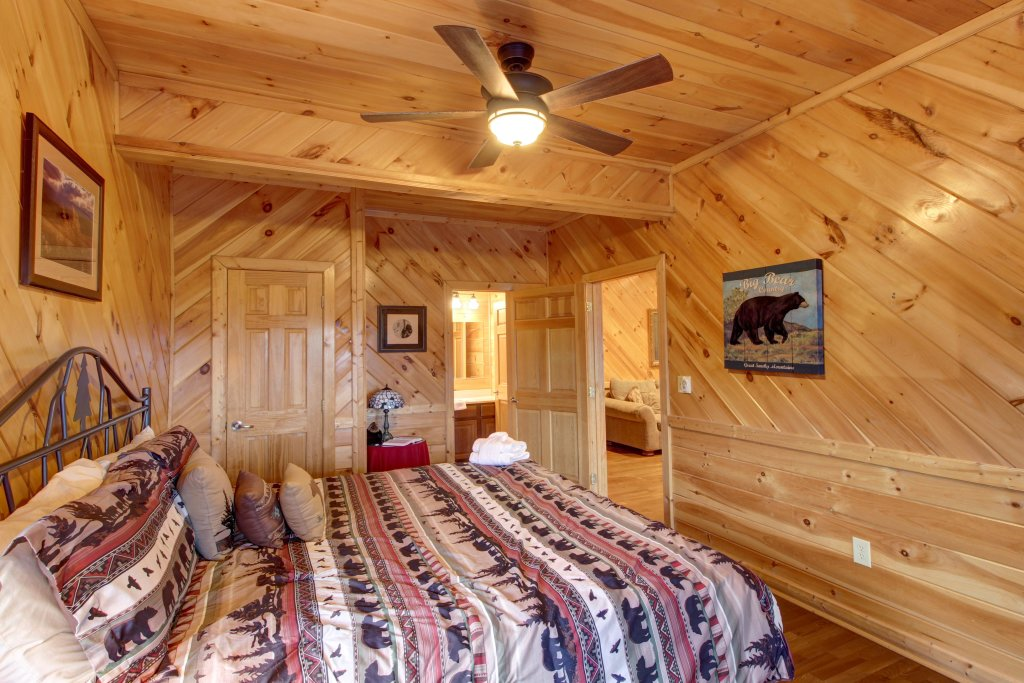 Photo of a Sevierville Cabin named Inspiration Point Cabin - This is the fortieth photo in the set.