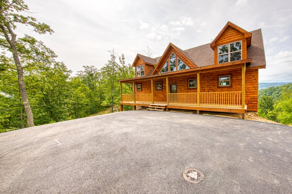 Photo of a Sevierville Cabin named Bearadise - This is the third photo in the set.
