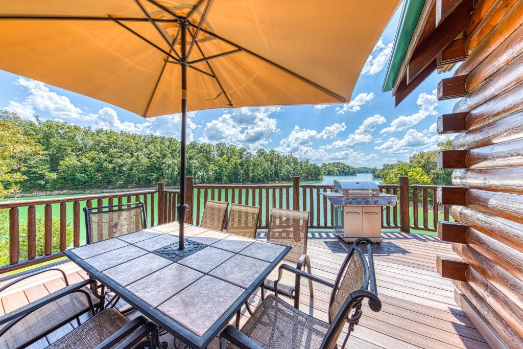 Photo of a Sevierville Cabin named Majestic Lakefront Lodge - This is the second photo in the set.