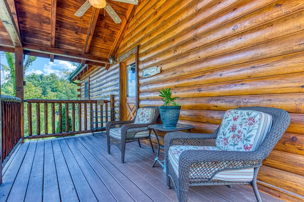 Photo of a Sevierville Cabin named Majestic Lakefront Lodge - This is the fifth photo in the set.