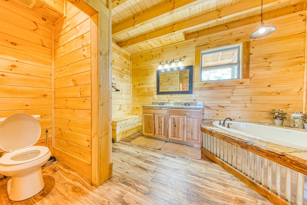 Photo of a Sevierville Cabin named Bearadise - This is the twenty-first photo in the set.