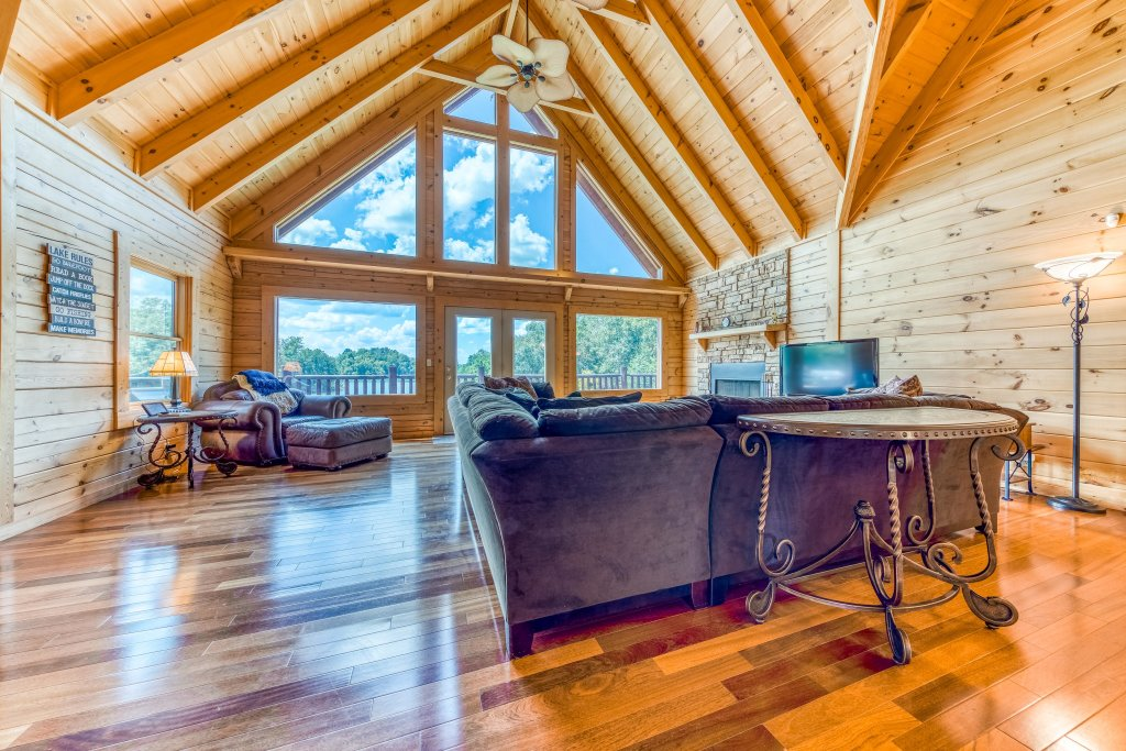 Photo of a Sevierville Cabin named Majestic Lakefront Lodge - This is the ninth photo in the set.