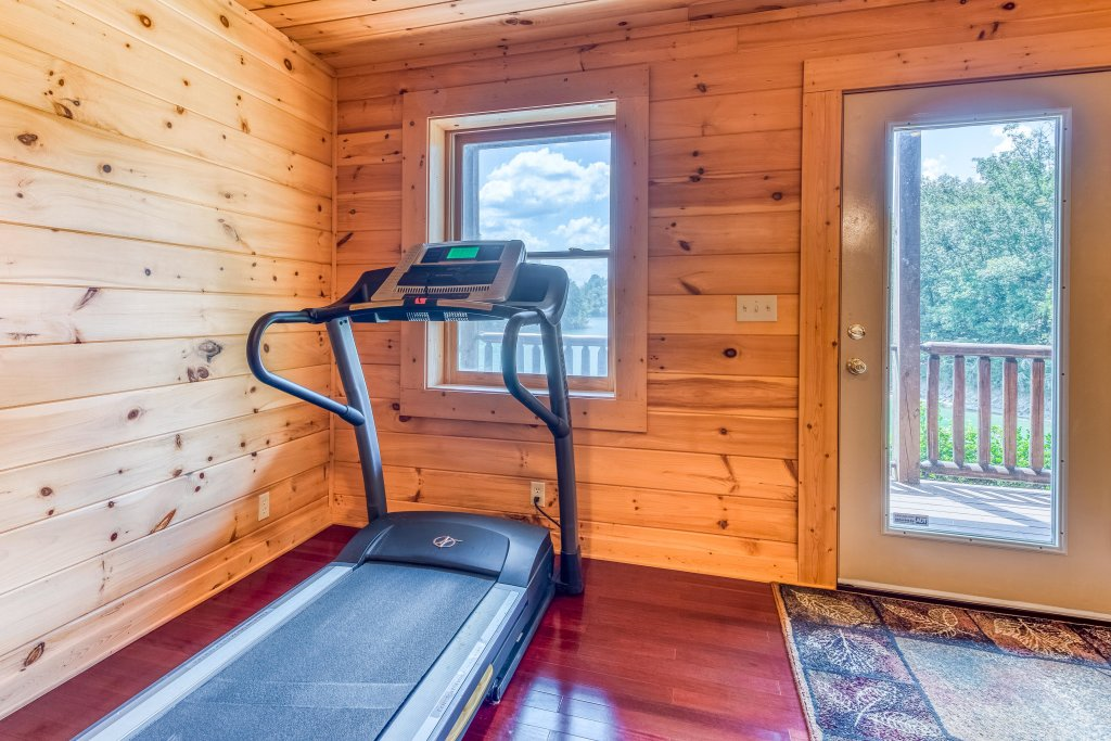 Photo of a Sevierville Cabin named Majestic Lakefront Lodge - This is the twenty-first photo in the set.