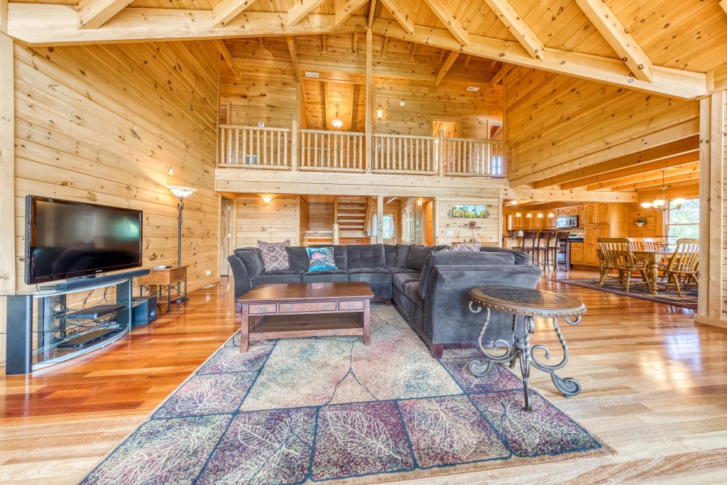 Photo of a Sevierville Cabin named Majestic Lakefront Lodge - This is the tenth photo in the set.