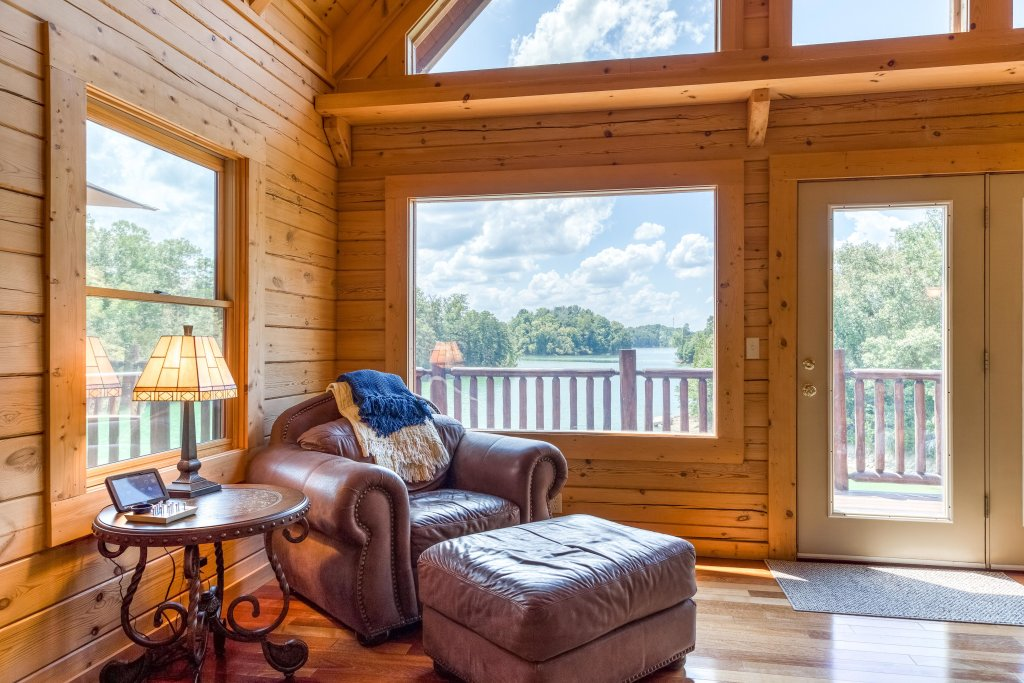 Photo of a Sevierville Cabin named Majestic Lakefront Lodge - This is the eleventh photo in the set.