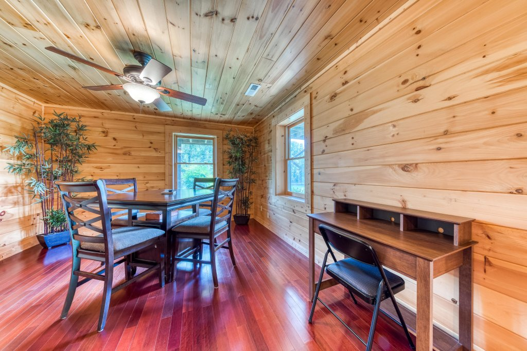 Photo of a Sevierville Cabin named Majestic Lakefront Lodge - This is the twenty-fifth photo in the set.