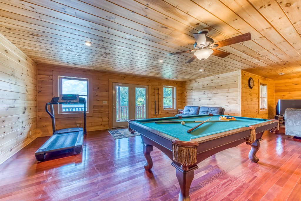 Photo of a Sevierville Cabin named Majestic Lakefront Lodge - This is the twentieth photo in the set.