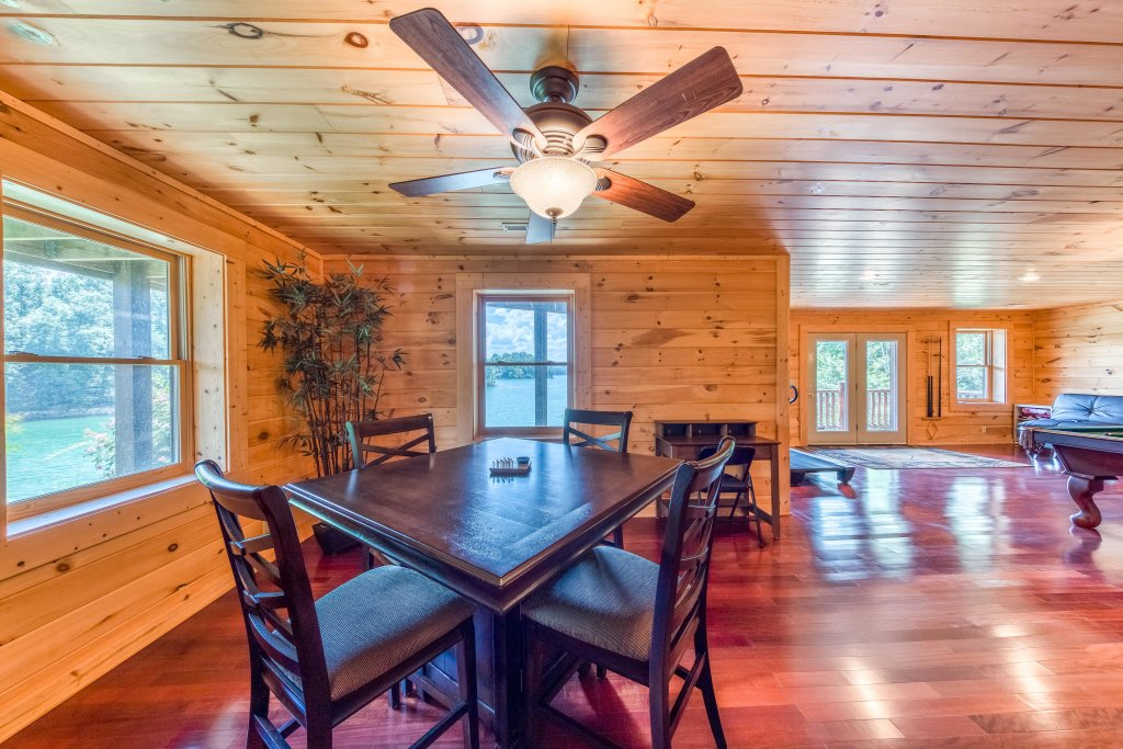 Photo of a Sevierville Cabin named Majestic Lakefront Lodge - This is the twenty-sixth photo in the set.