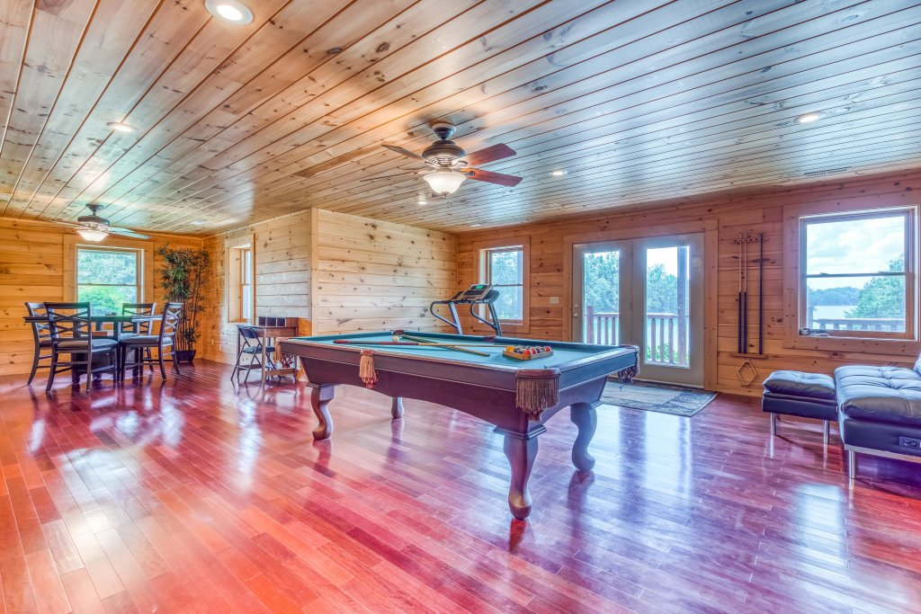 Photo of a Sevierville Cabin named Majestic Lakefront Lodge - This is the nineteenth photo in the set.