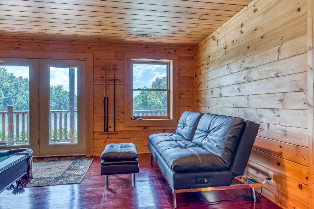 Photo of a Sevierville Cabin named Majestic Lakefront Lodge - This is the twenty-seventh photo in the set.
