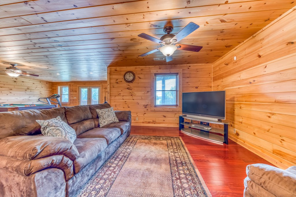 Photo of a Sevierville Cabin named Majestic Lakefront Lodge - This is the twenty-fourth photo in the set.