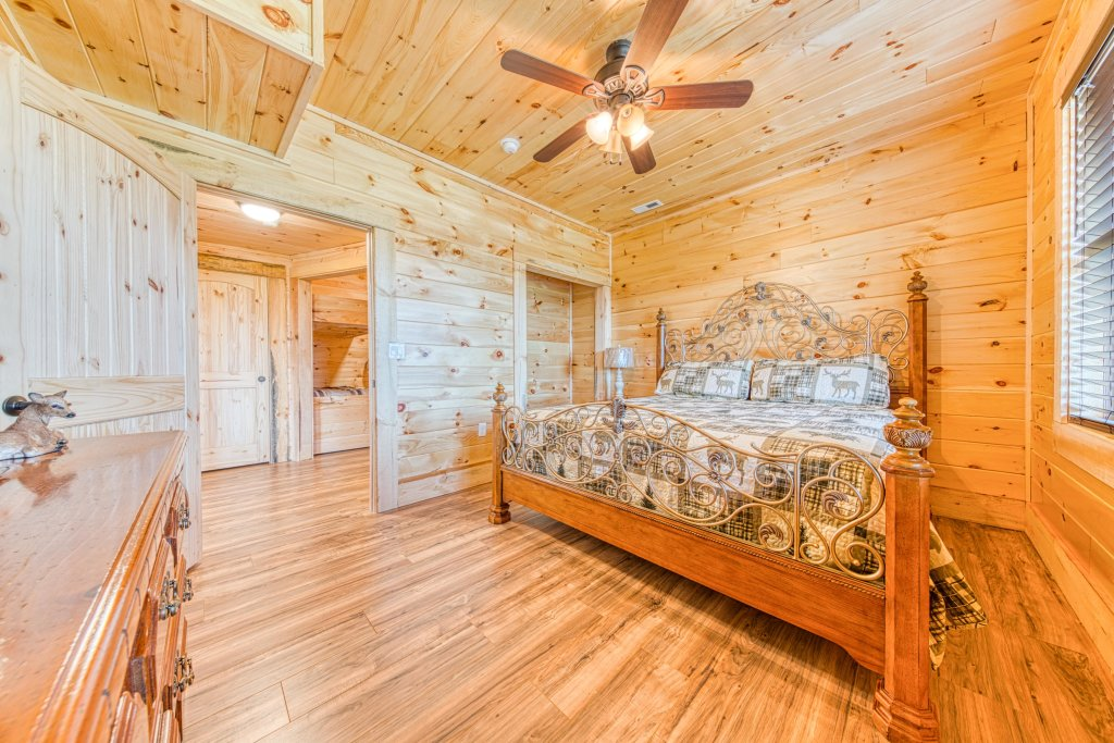 Photo of a Sevierville Cabin named Bearadise - This is the thirty-fifth photo in the set.