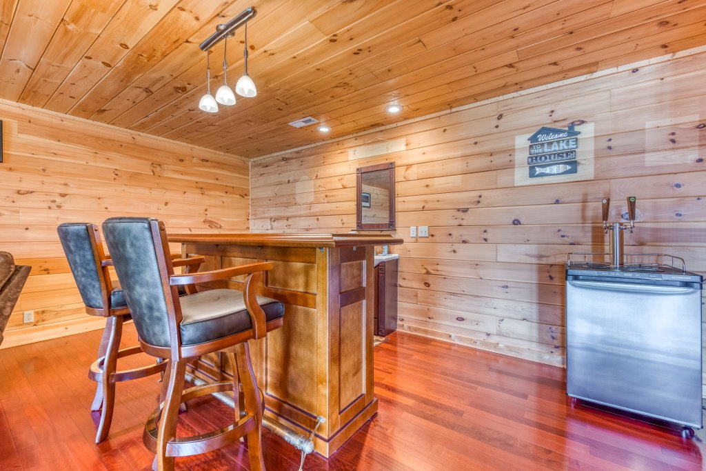 Photo of a Sevierville Cabin named Majestic Lakefront Lodge - This is the eighteenth photo in the set.
