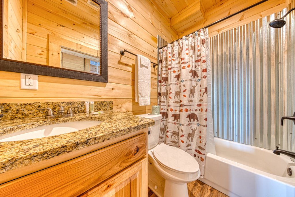 Photo of a Sevierville Cabin named Bearadise - This is the thirty-third photo in the set.